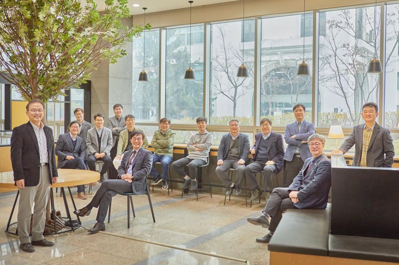 인하대 교수진 단체사진(사진=인하대)